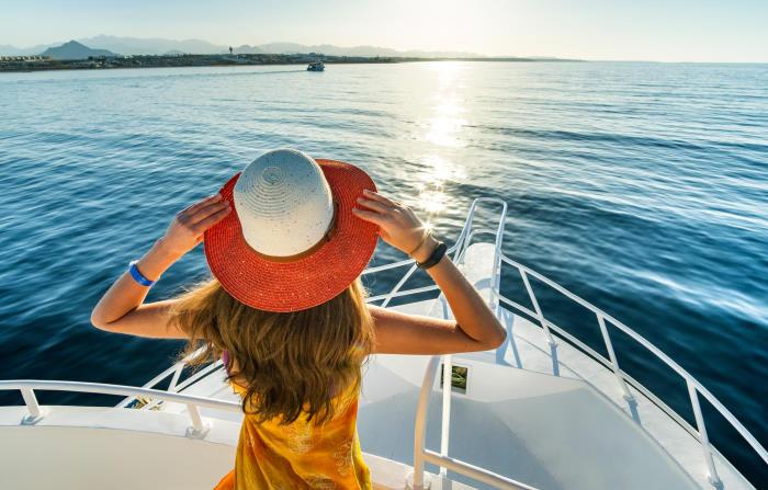 Honeymoon Yachting Mykonos-Santorini